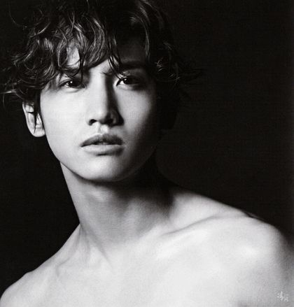 DBSK/TVXQ-Changmin/Max. I really like this black-and-white photo of him. Changmin has an uniquely hansome look to him. The black-and-white effect makes him twice as dreamy than usually.