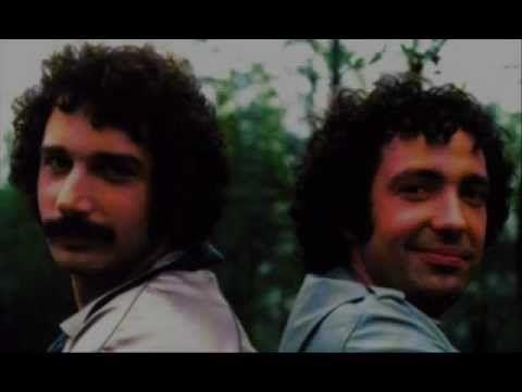 Serial wyemitowany w drugiej połowie lat '70 ubiegłego wieku. Przepiękna muzyka Guido & Maurizio De Angelis.