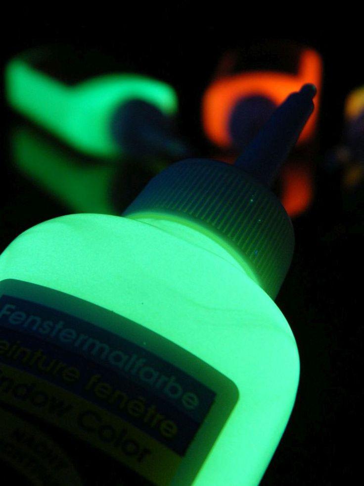 Glow in the dark - Neon Fenstermalfarbe GiD Gelb  #blacklight #schwarzlicht #fluo #windowcolor #window #color