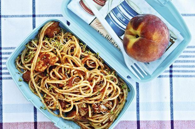 Drugie śniadanie. Spaghetti z kurczakiem i pomidorami