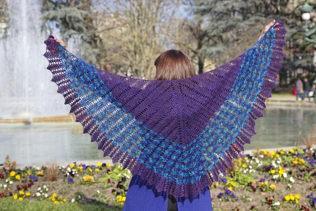 Châle crochet oiseau bleu by EclatDuSoleil #crochet #pattern