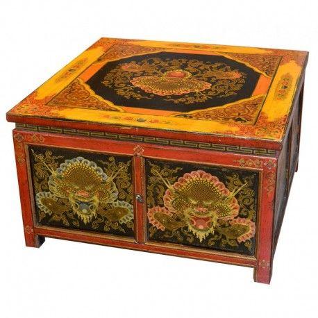 Table basse tibétaine avec 4 portes. Dim : L70 x P70 x H48 cm. Origine : TIBET. Frais ecotax inclus. Sur mesure, nous contacter. Rêve d'Asie. Suisse.