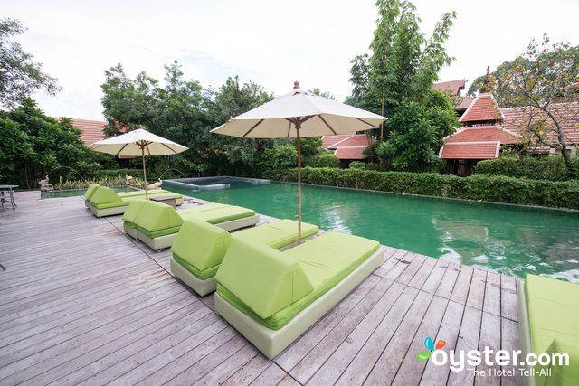 Le 74 chambres Siripanna est un élégant hôtel de charme avec plusieurs touches uniques. Situé en dehors du centre-ville, il se sent comme une retraite rurale, bien qu'il ne soit pas plus de 10 minutes en voiture du centre-ville. Le complexe dispose de son propre champ de riz que les clients peuvent aider à la ferme, une superbe maison en teck thaïlandaise traditionnelle dans un cadre de jardin qui peut être utilisé pour les mariages et les dîners romantiques, et de beaux jardins. Chambres…
