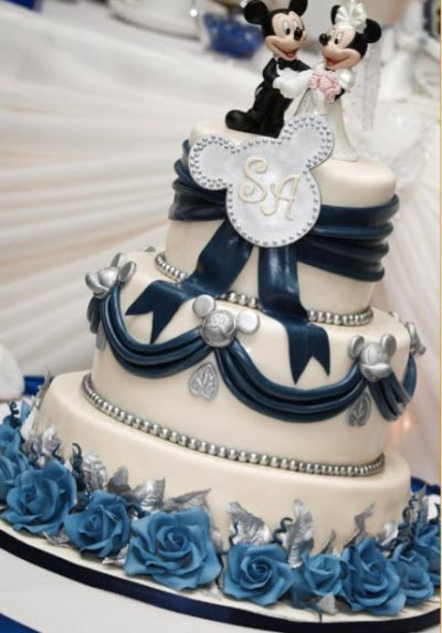 Disney Wedding Cake. It's about time these two got hitched! ;)
