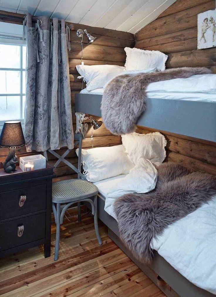 chambre à coucher avec lits superposés et décoration style ...