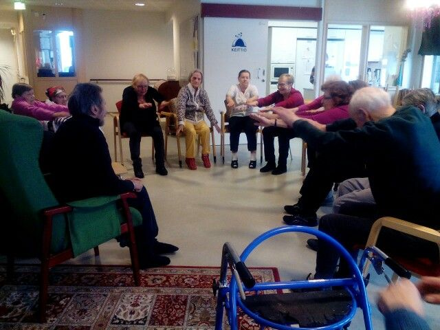 Vapaaehtoistyöntekijänaiset kävivät pitämässä tuolijumppaa 3-talossa 7.3.