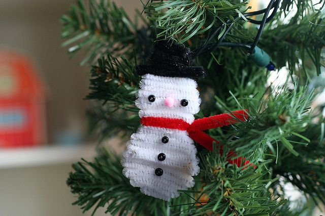 mom pipe cleaner snowman (I need to make the pipe cleaner christmas tree first!)