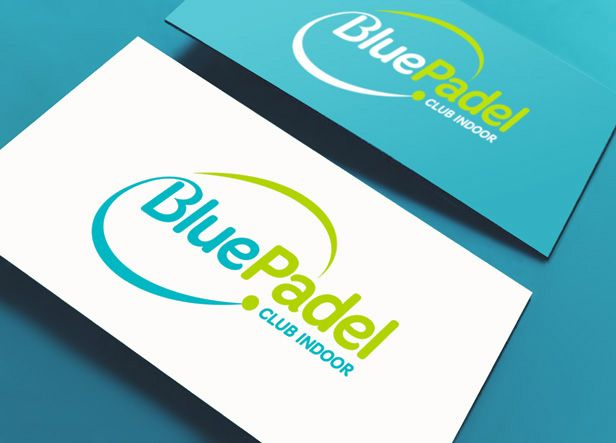 Nombre y diseño de logotipo para un club de padel ubicado en un polígono industrial en Colmenar Viejo (Madrid).  Nuestro cliente se había hecho con la gestión de una nave industrial de 1.800 m2 que ya contaba con 4 pistas de padel de color azul, pero quería darle una imagen mucho más atractiva y moderna, empezando por el nombre.
