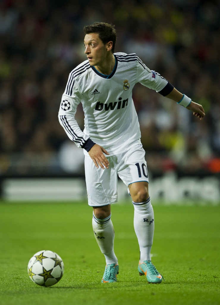 Mesut ozil running wiht the football.He walked off the pitch as a second half substitute to standing ovations in his first two games as a starter at the Santiago Bernabéu 740×1024,840×950 http://nirhara.com/mesut-ozil-hd-desktop-wallpaper-gallery-2/