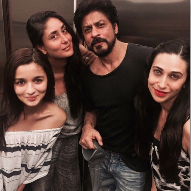 Kareena Kapoor, Alia Bhatt, Karisma Kapoor party with Shah Rukh Khan.