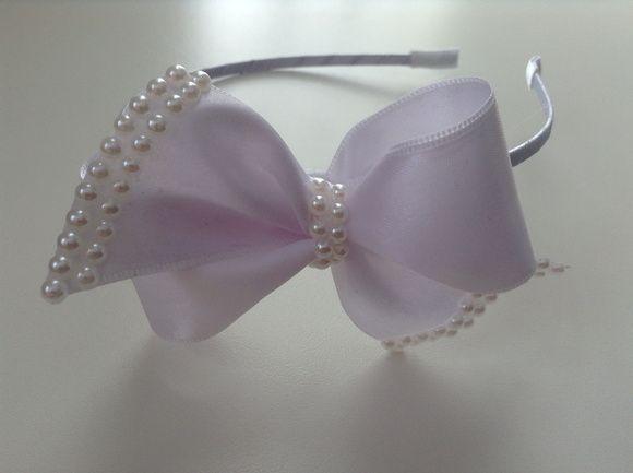 Tiara laço branco com detalhe em perolas, é muito linda!!! R$ 29,90