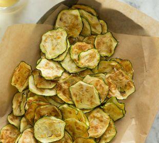 Chips de calabacín y parmesano   Cocina y Vino