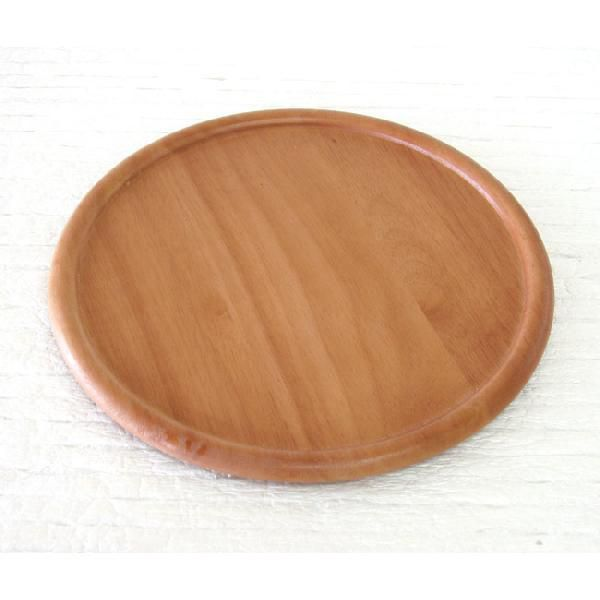 33cm ピザプレートやオードブルプレートとしても大活躍の木製プレートです。ラバーウッドは、人と環境にやさしい素材です。焦げつき・黒ずみしにくいように、ウレタン塗装仕上げを施しました。ホテルやレストランなどの業務用やギフトにもオススメです♪【サイズ】W33×H1.5cm【材 質】ラバーウッド/ウレタン塗装タイ製※他にも各種サイズのお皿、茶碗、カップ等取り揃えています。おすすめ/父の日・母の日・敬老の日・内祝い・お祝い・新築祝い・記念品結婚祝い・婚礼内祝い・出産祝い・出産内祝い・引き出物・プレゼ