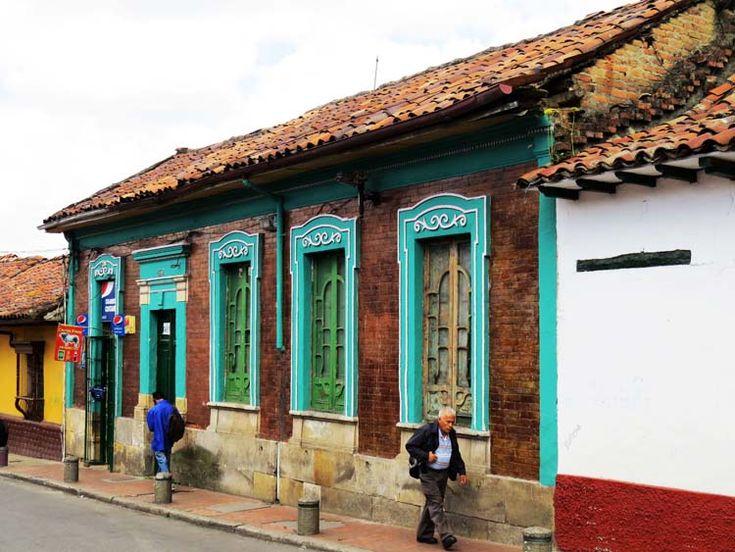 11. Casa de ladrillo y teja de barro bajando por la Calle 13 con Carrera Segunda.