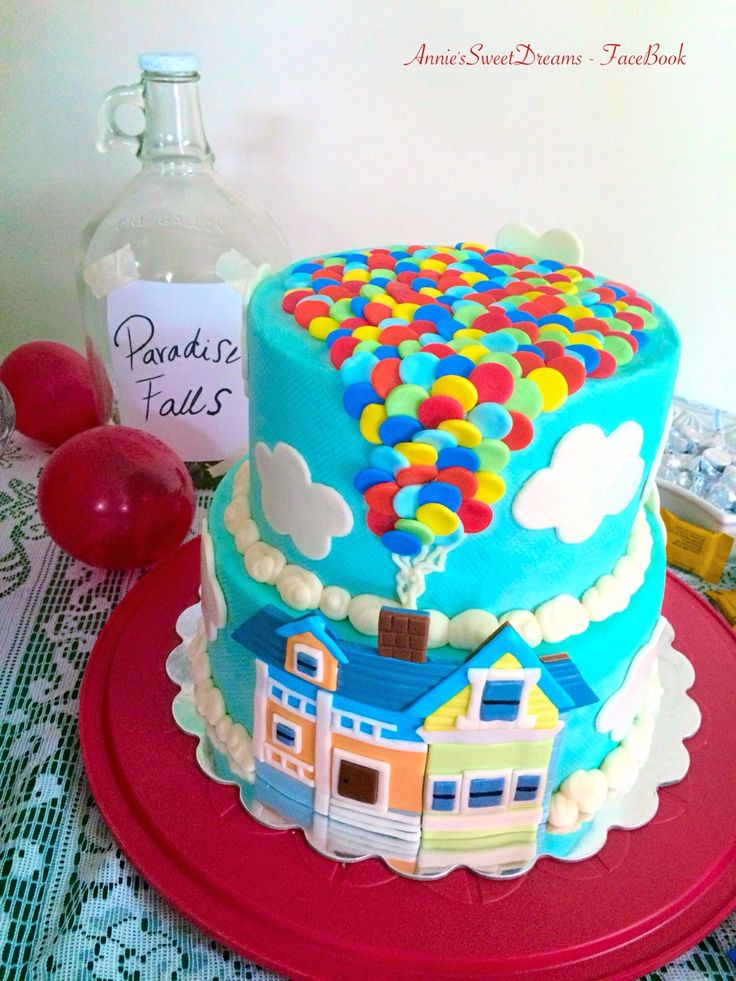 The up house and balloons w the toy story clouds and stars as one layer for jax's baby shower cake