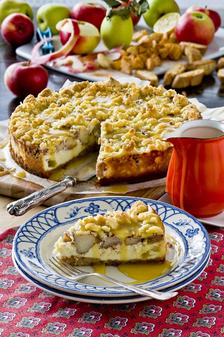 Krispiga äpplen som kryddats med kanel gör den krämiga cheesecaken till en…
