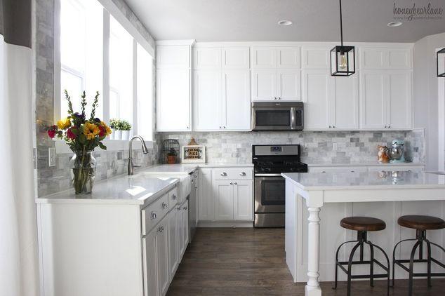 Diy Marble Backsplash In The Kitchen Diy Kitchen Backsplash Kitchen Design T Backspl Weisse Kuche Dekoration Kuche Mit Weissen Fliesen Kuchendekoration