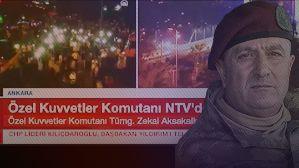 """Özel Kuvvetler Komutanı NTV'de  Başbakan Yıldırım ve Cumhurbaşkanı Erdoğan'ın açıklamalarından sonra, kendisine pusu kurulan Özel Kuvvetler Komutanı Zekai Aksakallı NTV yayınına bağlanarak açıklamalarda bulundu. Özel Kuvvetler'in bu kalkışmayı tasvip etmediğini ve görevinin başında olduğunu bildiren Aksakallı, """"Yüce milletimiz merak etmesin duruma hâkimiz"""" dedi."""