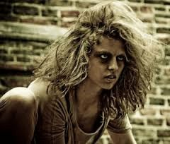 Most female stalkers are intelligent and well-educated, but have serious mental disorders such as bipolar syndrome.