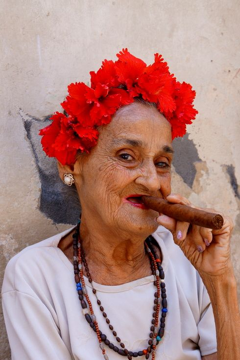 A local woman in the streets of Havana.  #travel #cuba #backpacking