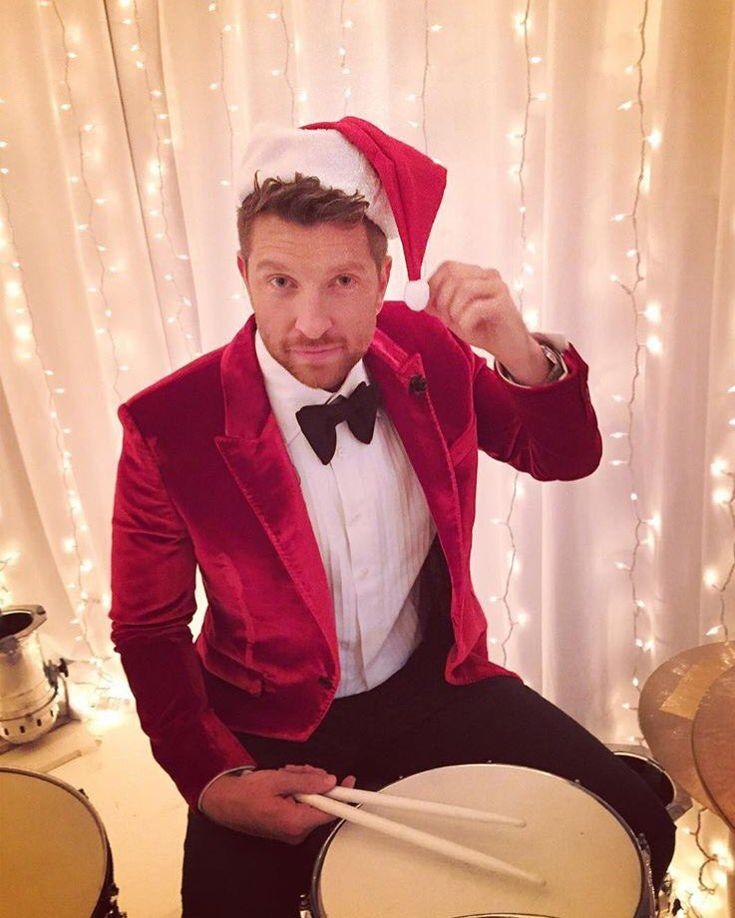 Brett Eldredge's Christmas style. #hisstyle #BrettEldredge #glow