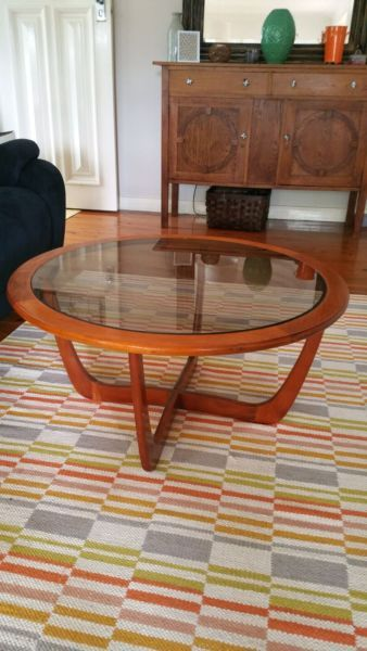Perfect condition, really cool glass top coffee table Wish i could keep but doesnt fit, 1102235218