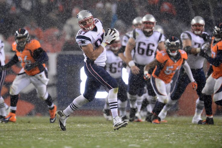 Rob Gronkowski (87) of the New England Patriots makes a catch in the third quarter. The Broncos played the New England Patriots at Sports Authority Field at Mile High in Denver, CO on November 29, 2015. (Photo by AAron Ontiveroz/The Denver Post)