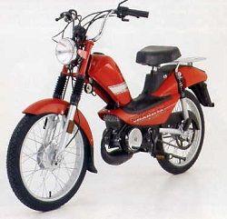 Cyclo-Dakota-Mobylette-moteur monocylindre 2T - Cylindrée : 49.9 cm3 - carburateur Dell'Orto sha Ø14mm -Refroidissement : par air - Embrayage : centrifuge auto. à sec - Démarrage à pédales - Allumage : CDI volant magnétique - Cadre : autoporteur - Suspensions : av : fourche téléscopique/ar : 2 amortisseurs hydrauliques - Frein : Av/Ar : à tambour Ø80mm - Pneu : Av : 2 1/4x17 Ar : 2 1/2x17 - Poids : 61 kg - Réservoir d'essence : 5 litres MBK-Saint-Quentin-Aisne-Picardie-France-Europe.