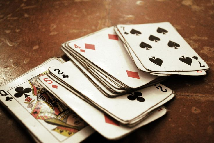 Bridge cards with dust