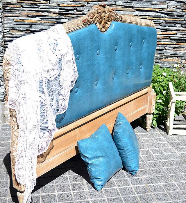 Respaldo de cama Luis XVI reciclado.  Medidas: 1.60 x 1.20 mt.