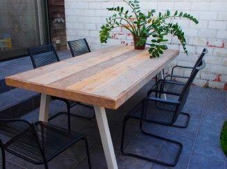 Tafel steigerhout met schuine poot staal