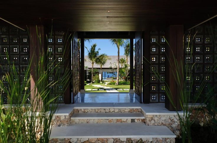 Welcome to Villa Jamadara, where you are greeted by the bright blue ocean! #semarauluwatu #bali