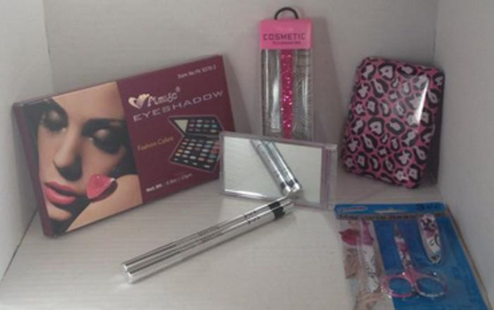 7 PCs Makeup and accessor... - Jazzy's Hope Chest   Scott's Marketplace  For Samantha