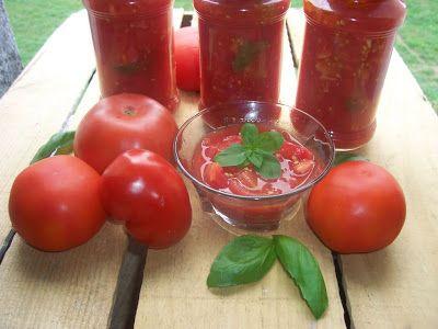 Una pincelada en la cocina: conserva casera de tomate al natural