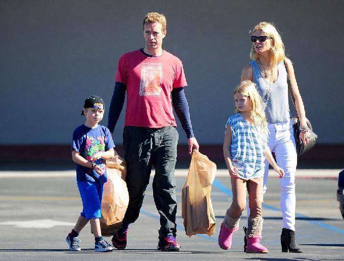 Coldplay lead singer chris martin dating jennifer 4