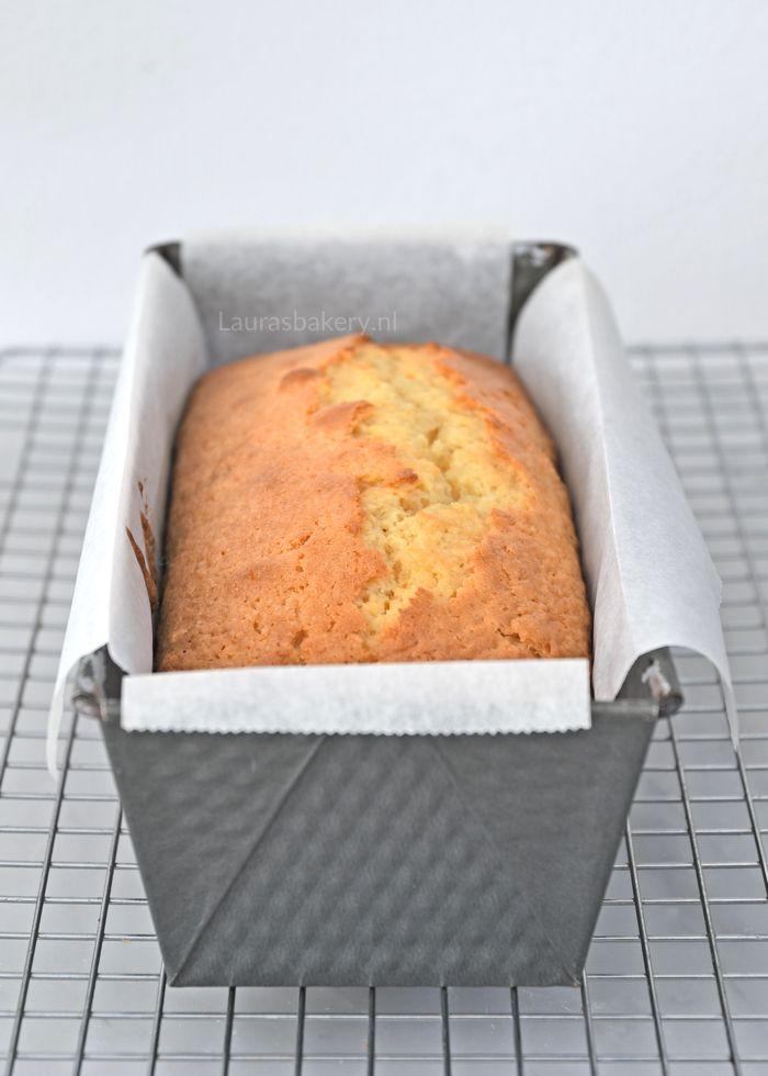 Deze frisse sinaasappel-yoghurtcake is perfect voor Koningsdag, al kun je hem natuurlijk het hele jaar door bakken. Succes verzekerd!