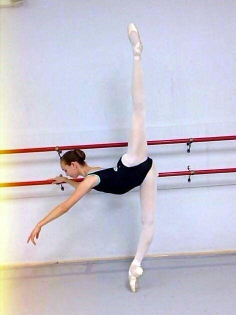 Les 1306 meilleures images du tableau ballet training sur for Musique barre danse classique gratuite
