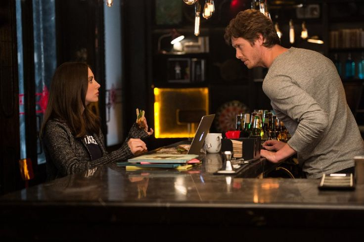 Alison Brie and Anders Holm in How to Be Single