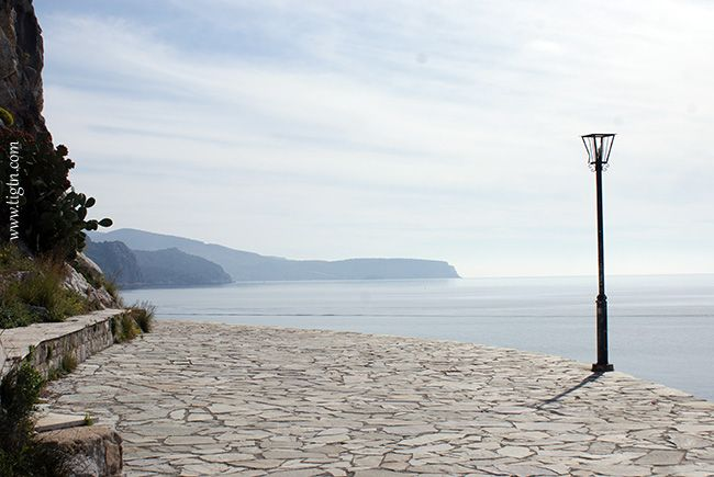 Early morning on the path of #Arvanitia along the coastline at the tip of the peninsula, #Nafplio - #Argolida, #Greece