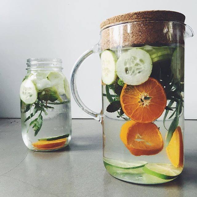 Happy weekend! Prepping some #detoxwater to get me through! #detox #healthyeats #cleaneats #healthychoices #cleanse
