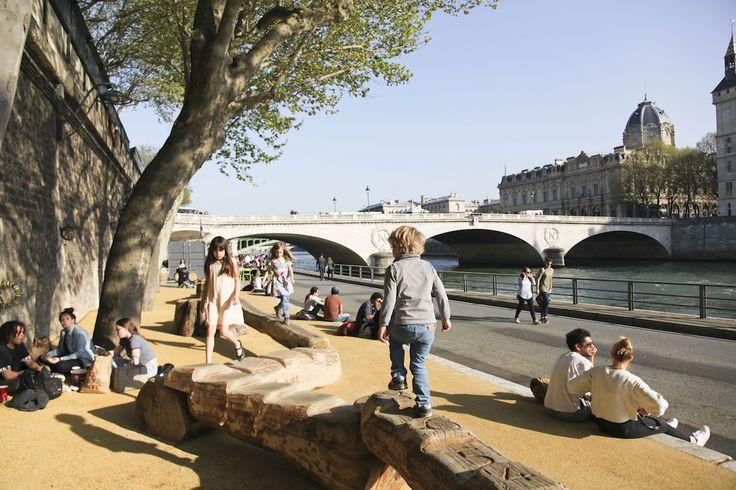 Parijs opent nieuw park aan de Seine: na de linkeroever is nu ook de rechteroever van de Seine geopend voor wandelaars en fietsers! Nieuwe place-to-be om te slenteren en een drankje te drinken!