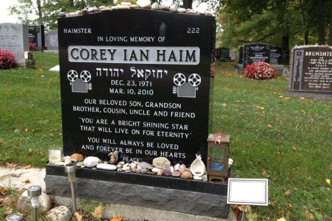 corey haim grave | Corey Haim's grave stone at Pardes Shalom Cemetery in Vaughan, Ont ...