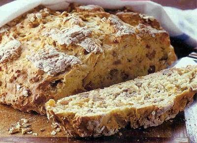 Наивкуснейший хлеб 400 гр муки 50 гр овсяные хлопья, типа геркулес 1/2 ч.л.соли 1 ч.л. соды 50 гр кураги (мягкой) 50 гр грецких орехов 250 мл йогурта (желательно обезжиренного) 175 мл молока