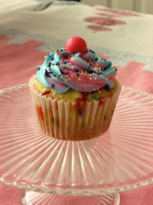 Funfetti Cupcakes with Bubblegum Frosting