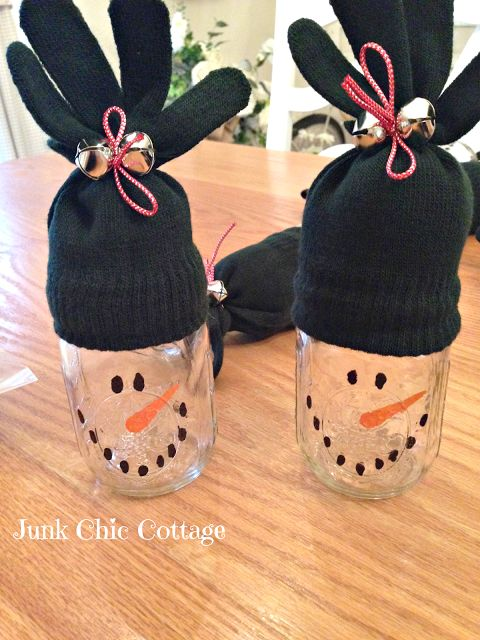 These are such adorable little snow man candy jars! I think they'd even be sweet with a small wrapped gift inside! From Junk Chic Cottage: Dollar Store Snowman Candy Jars