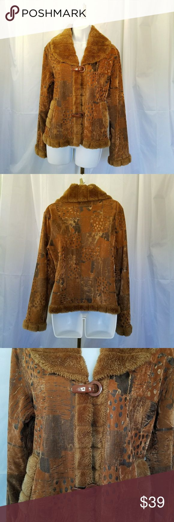 "VINTAGE BROWN GOLD FAUX FUR TRIM JACKET S/M VINTAGE PHOENIX BROWN GOLD PATCHWORK LO9K JACKET IS TRIMMED IN FAUX FUR. Channel your inner hippie when you wear this jacket.  Two large brown toggles provide closure.  It is FLEECE LINED. Armpit to armpit is 19.75""*and shoulder to hem length is 23"". All measurements are approximate and taken flat. Vintage Jackets & Coats"