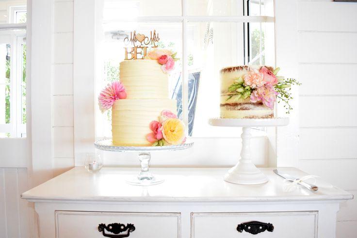 <3 Cake Flowers <3 #tiffanysflowers #weddingsattiffanys #weddingsinmaleny #flowers