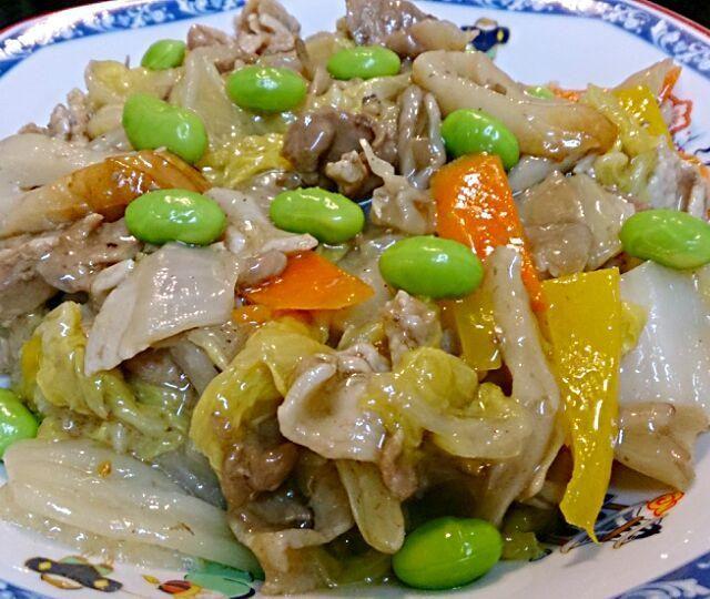 白菜・パプリカ・舞茸・人参・豚肉・竹輪・枝豆を、オイスターソースで♪ 子どもたち、いっぱい食べてくれました(*^^*) - 34件のもぐもぐ - 中華炒め by 天野めぐみ
