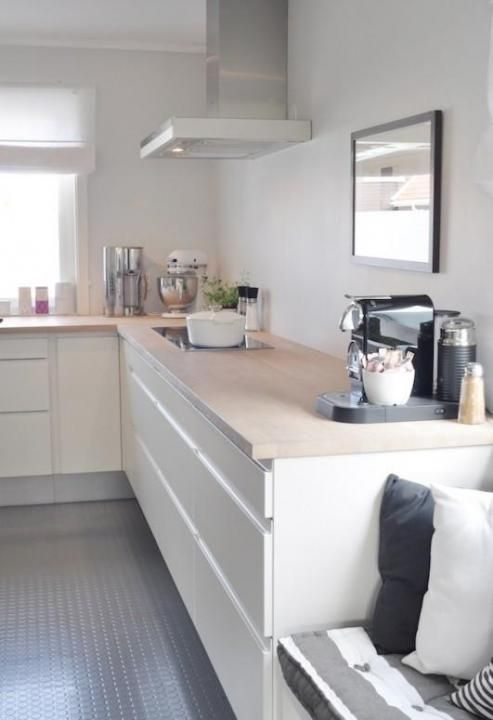This kitchen is gorgeous. Love the white gloss units (handleless), pale worktop and grey flooring. not to mention the little bench with cushion. Lovely.