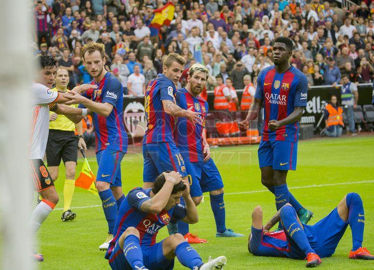 Las imágenes de la tangana entre el Valencia y el FC Barcelona